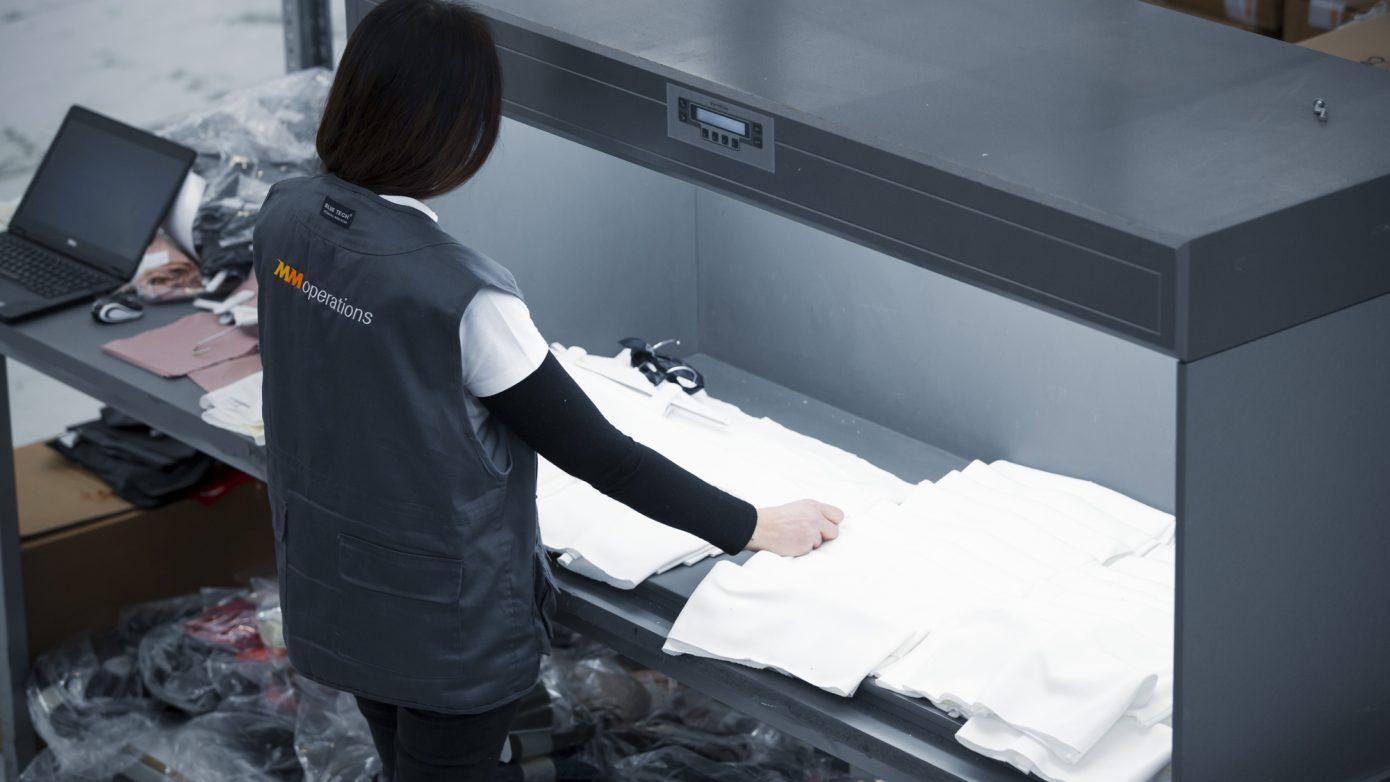 Controllo tessuti con macchina per l'ispezione tessuti