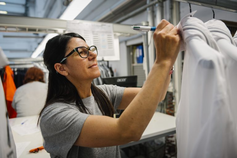 precisione e affidabilità del lavoro in magazzino