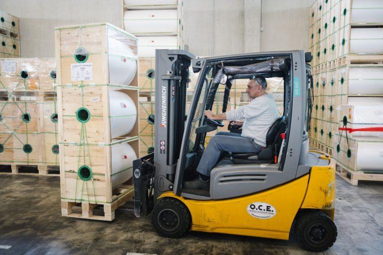 Movimentazione merci in magazzino di MM Operations